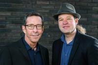 Duo mit dem Sänger Joel Handley