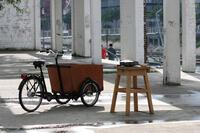 Immer mobil bleiben - Arbeit an einer Granitskulptur am Innenhafen