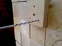 Die Holzstelen für das Projekt 8. Mai sind gesägt und gebohrt!